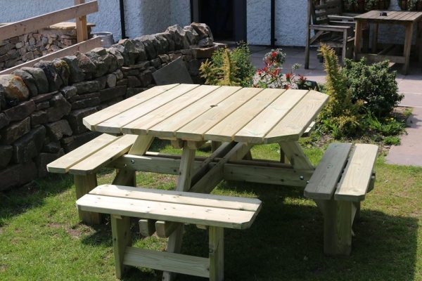 8-seater square picnic table 1
